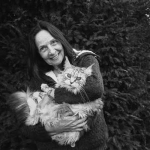 Dominique, now living in the U.A.E. is  actually in France to set up a series of conférences and healing sessions. She always travel with her cat Bletanka. ( La colle sur Loup, feb.25, 2016 )