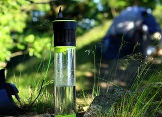 Cette bouteille d'eau se remplit grâce à l'énergie solaire !