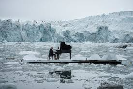 Greenpeace a invité Ludovico Einaudi à jouer sur l'océan Arctique