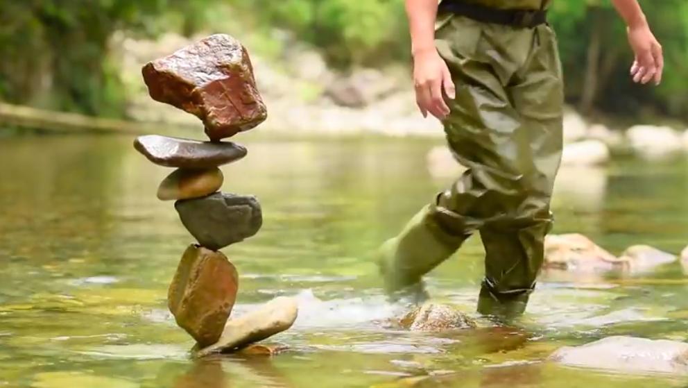 Les cailloux en équilibre L'art du Stone Balancing