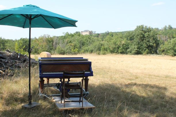 Le piano bleu poursuit sa route